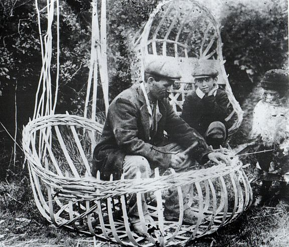 Coracle maker